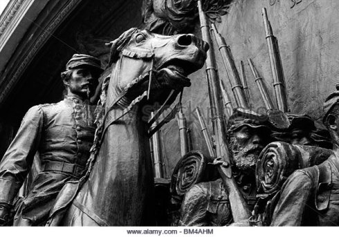 civil-war-memorial-statue-at-the-top-of-boston-common-at-the-base-bm4ahm