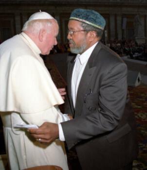 Imam Mohammed with Pope-John-Paul-II