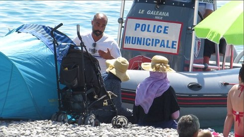 police telling Muslim ladies on beach to undress or leave
